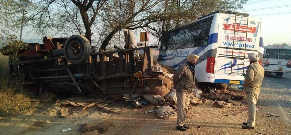 moga-bus-truck-collision